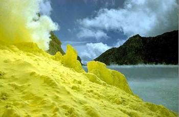 Kawah Ijen acid lake, Java, Indonesia