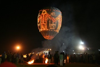 Hot Air Balloon festival in Myanmar (Burma) – balloon crash episodes