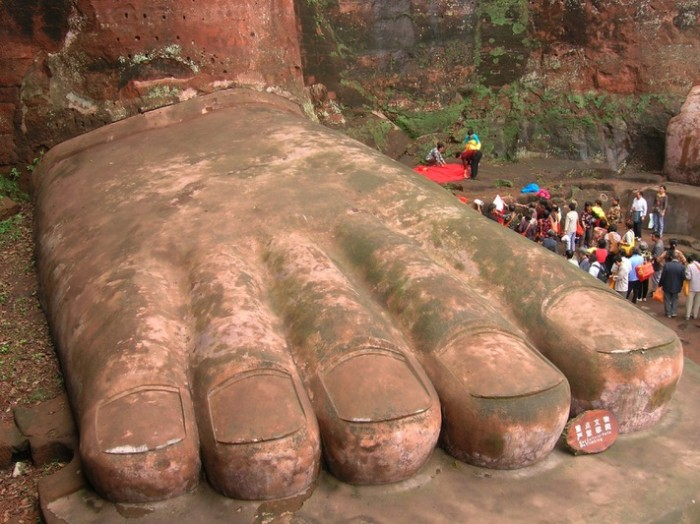 Giant_Buddha_2_The_Foot
